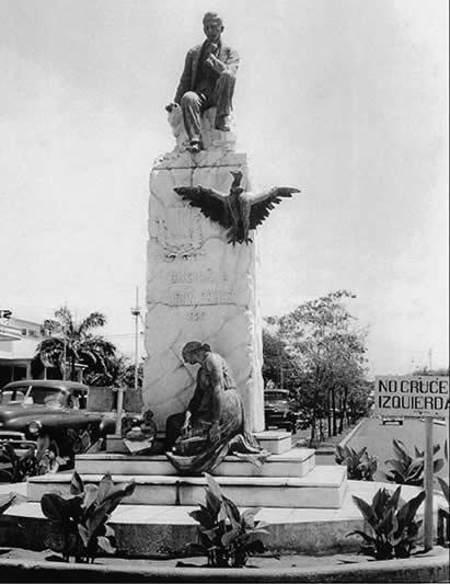 Estatua de Udón Pérez.