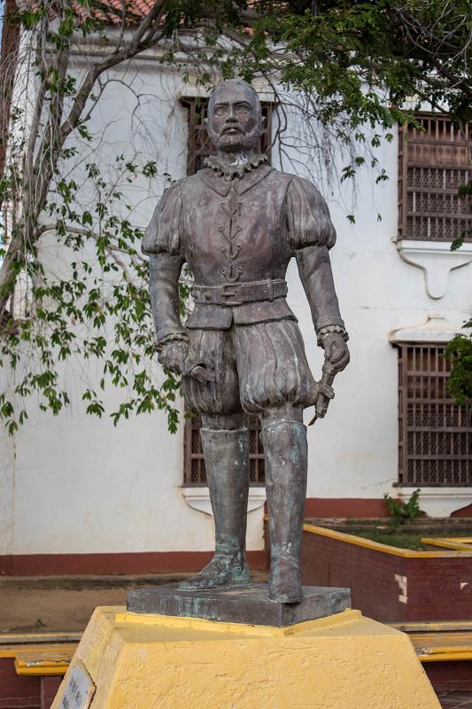 Estatua pedestre de Juan de Ampíes, Coro.
