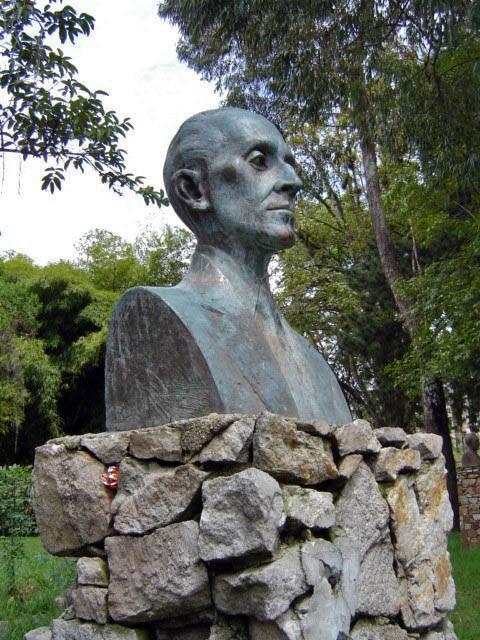 Monumento a Claudio Vivas antes de ser hurtado. Foto Samuel Hurtado Camargo 21 de junio de 2017.