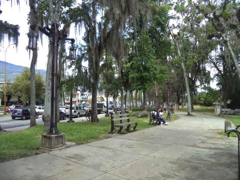 El Parque de Los Escritores Merideños, desvalijado de sus 19 bustos, es un icono cultural de la ciudad de Mérida, Venezuela. Foto Samuel L. Hurtado Camargo, 2017.