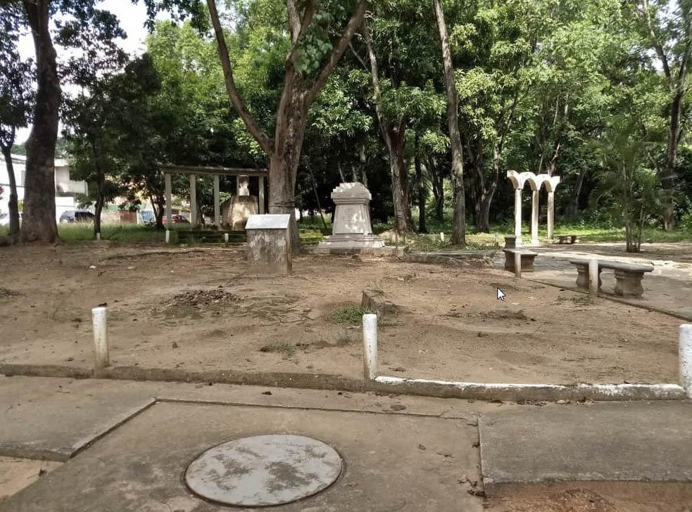 En abril de 2018 hurtaron el busto del beato Juan Bautista Scalabrini de la plaza El Inmigrante, Valencia-Carabobo. Foto Lizett Álvarez, octubre de 2018.