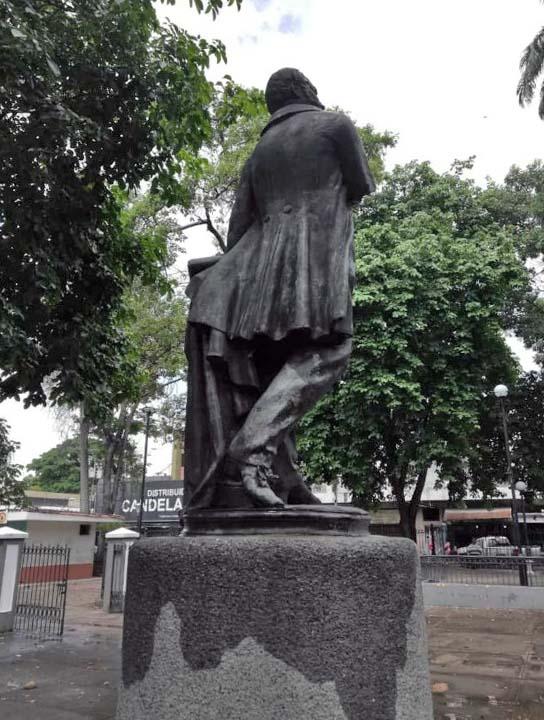 Estatua de Miguel Peña. La Candelaria, Valencia. Foto Lizett Álvarez, Julio 2018.