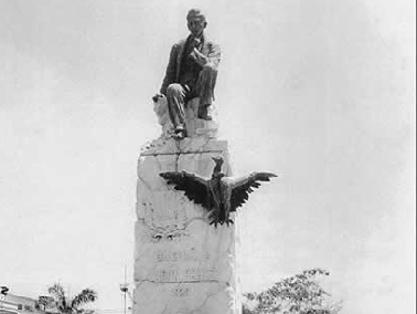 Estatua de Udón Pérez