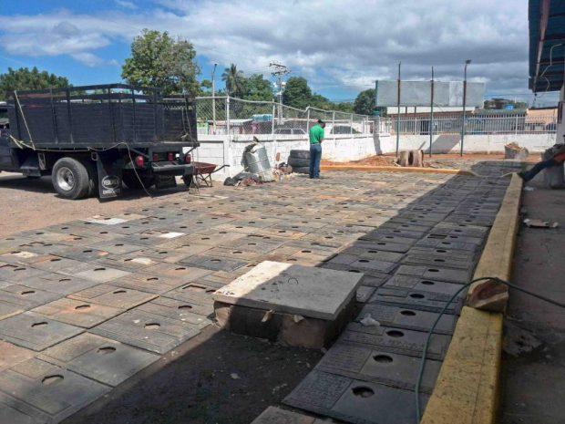452 lápidas del cementerio Jardines La Chinita en Maracaibo fueron recuperadas por la Policía en diciembre de 2016. Foto Alejandro Bracho / diario Panorama.
