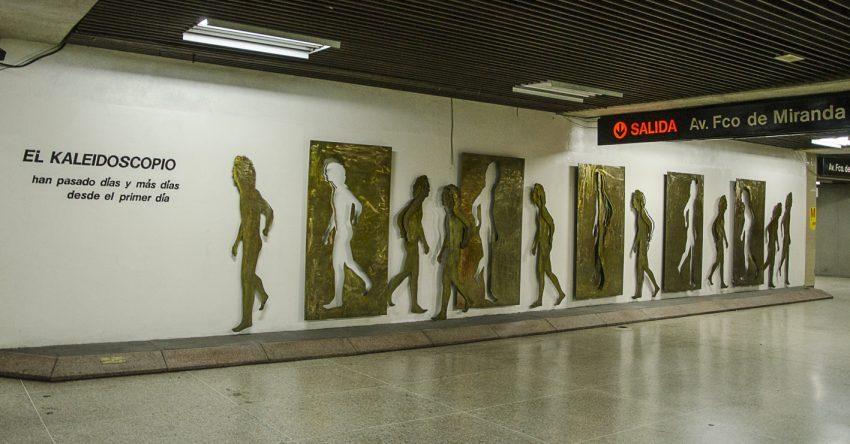 El kaleidoscopio, de Beatriz Blanco. Obra de arte en la estación Chacaíto del Metro de Caracas. Foto Luis Chacín, octubre 2017.