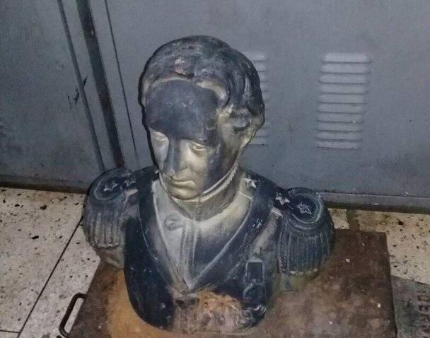 Busto de Rafael Urdaneta recuperado por la Policolon, en la ciudad de Santa Bárbara del Zulia. Foto cortesía DIEP.