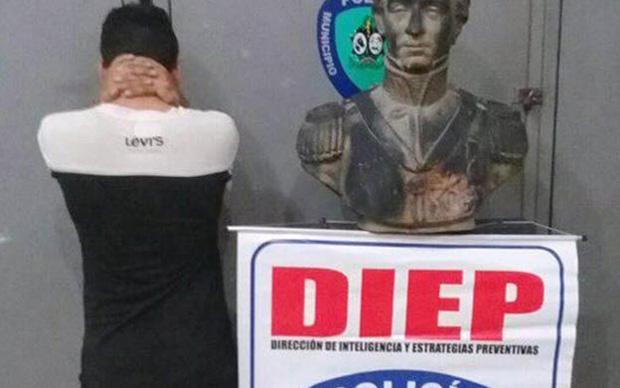 Busto de Urdaneta recuperado en Colón. Foto cortesía DIEP