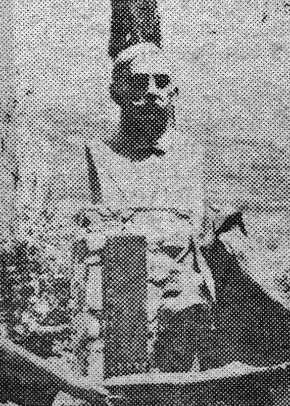 El primer magistrado regional y el arzobispo coadjutor desvelan el busto de don Gerónimo Maldonado. Foto Alex / Magazine La Opinión, octubre de 1966.