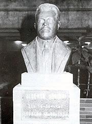 Busto del escritor merideño Alberto Adriani. Foto Fundación Alberto Adriani.