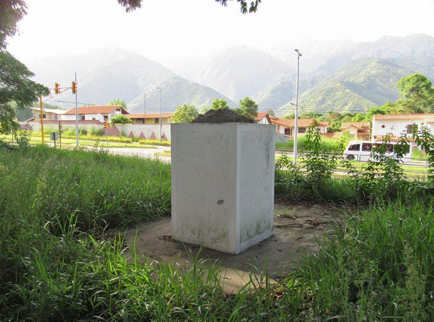 Pedestal sin el bronce en homenaje a Ramos de Lora. Mérida-Venezuela. Foto Samuel Hurtado Camargo, julio 6 de 2018 / archivo IAM Venezuela