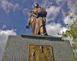 Estatua de Bolívar sin la espada. Plaza Bolívar de Escuque, Trujillo-Venezuela. Foto Ailyn Hidalgo Araujo, diciembre 2017 / archivo IAM Venezuela.