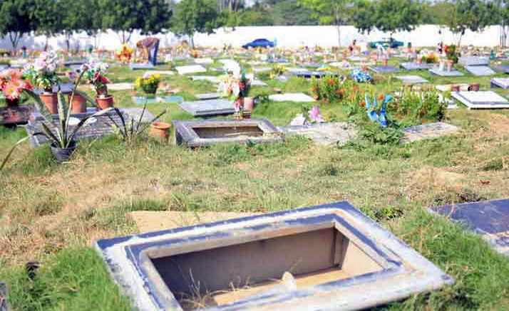 Lápidas robadas del cementerio Metropolitano de Barcelona, Anzoátegui - Venezuela. Foto Caraota Digital