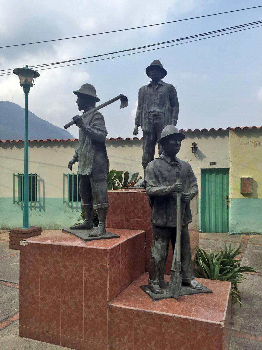 Monumento a Los Primeros Pobladores de Zea, Mérida. Foto @AdanContreras2.