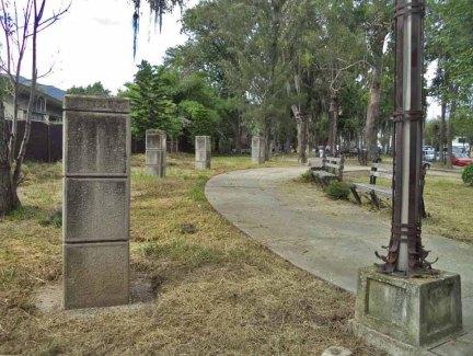 Algunos de los 19 pedestales sin busto del parque de Los Escritores Merideños. Foto Samuel Hurtado Camargo / archivo IAM Venezuela, 2017.