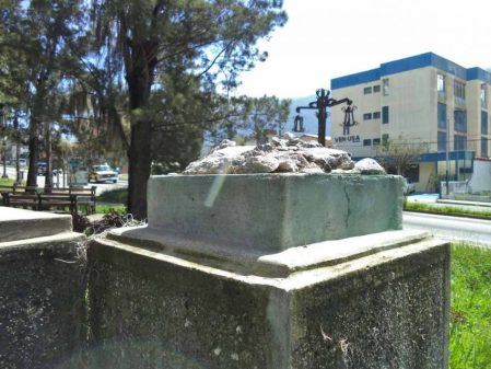 Pedestal donde estaba el busto del general León Febres Cordero. Foto: Samuel Hurtado Camargo, 2 de noviembre de 2017.