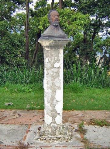 Busto de Benedicto Monsalve en 2005. Foto Samuel Hurtado.
