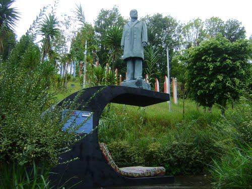 La estatua original de Cipriano Castro fue robada del parque homónimo antes de 2004, en Capacho Viejo, Táchira. Foto RONalejandrOB en Panoramio / gelvez.com.ve