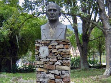 Busto de Caracciolo Parra Pérez