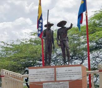 Estatuas de José Caridad González y José Leonardo Chirino