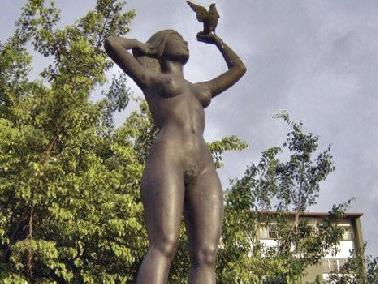 """Escultura """"América"""" / """"La India"""""""