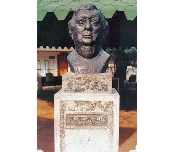Estatua de Luis Eduardo Chávez
