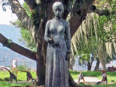 Estatua de María Concepción Palacios y Blanco