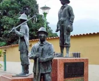 Grupo escultórico Los primeros pobladores