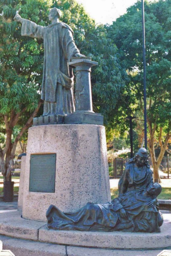 Grupo escultórico Monseñor Montes de Oca. Foto Cora Páez Capriles / blog Estatuas de Valencia, octubre de 2007.