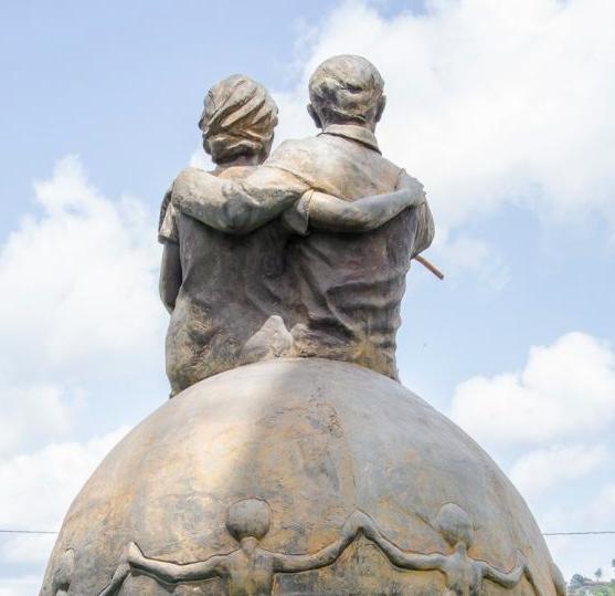 Escultura mutilada del Homenaje al buen ciudadano. Foto Luis Chacín / archivo IAM Venezuela, 2018.