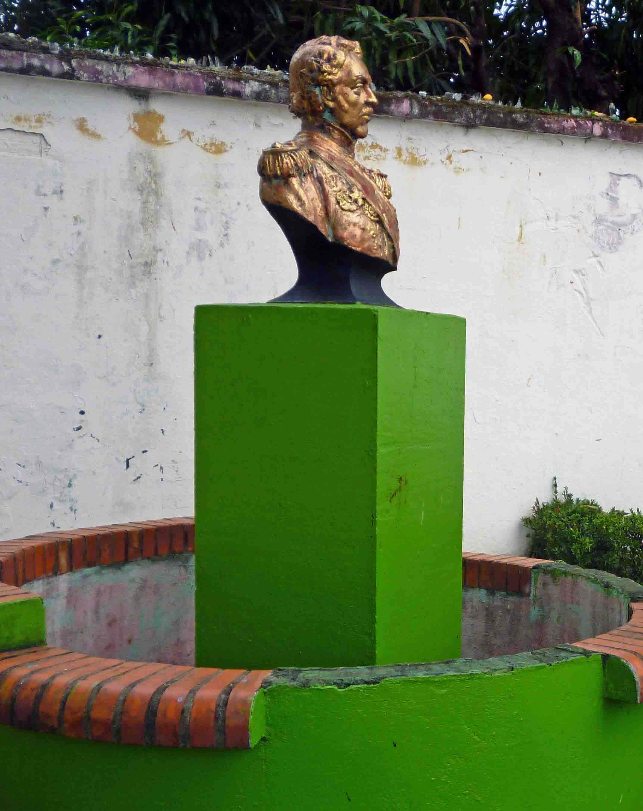Busto de Antonio Nicolás Briceño.