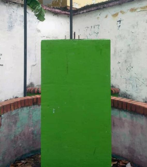 Pedestal sin el busto de José Antonio Páez, robado en Barinas el 17 de marzo de 2019. Foto José A. Pérez Larrarte, Facebook.