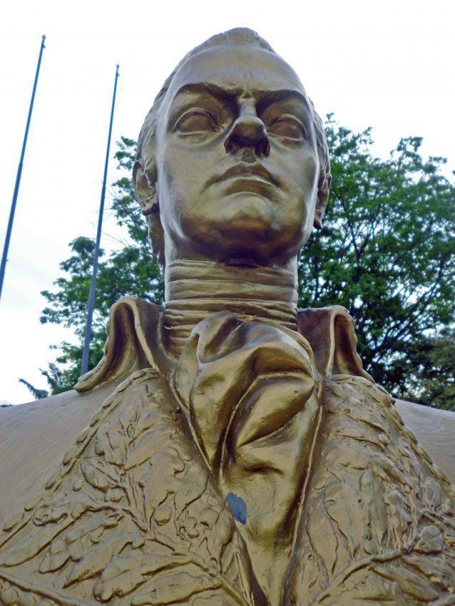 Busto de Francisco de Miranda, en la plaza Miranda de Barinas. Foto Marinela Araque, enero 2018.