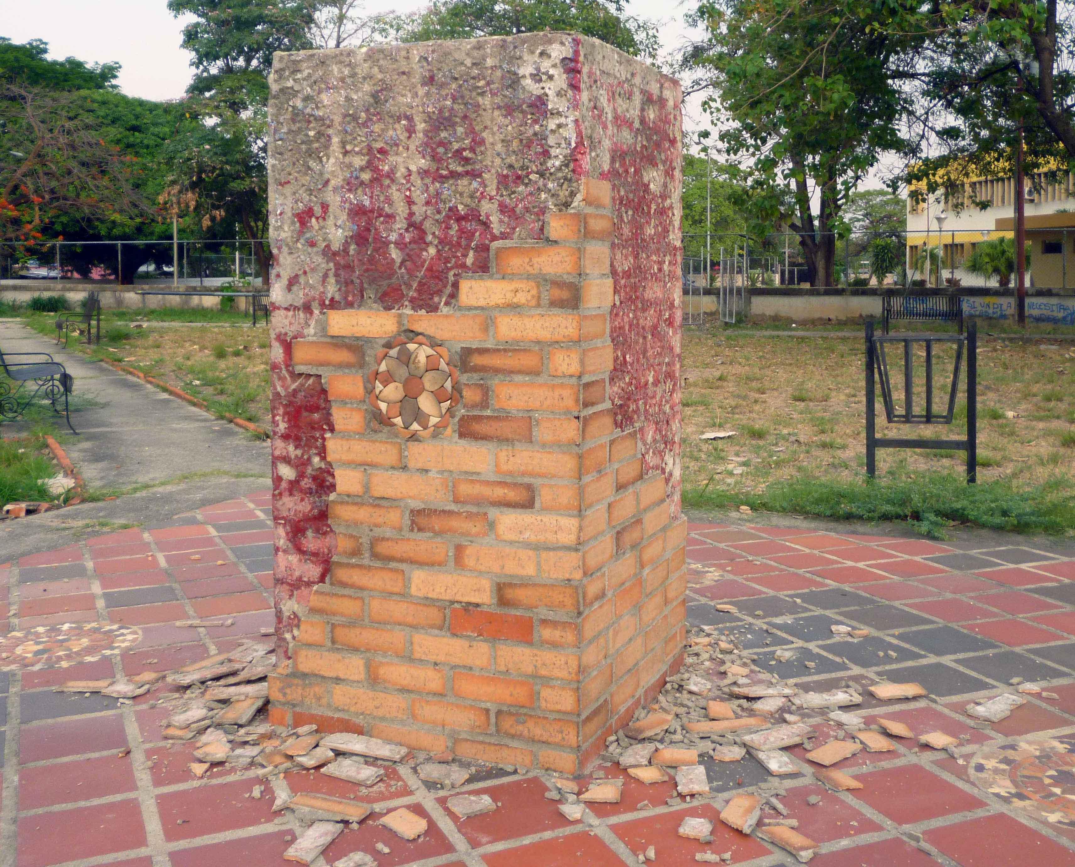 El pedestal sin el busto de bronce de José Antonio Páez. Foto Marinela Araque Rivero / archivo IAM Venezuela, abril de de 2019.