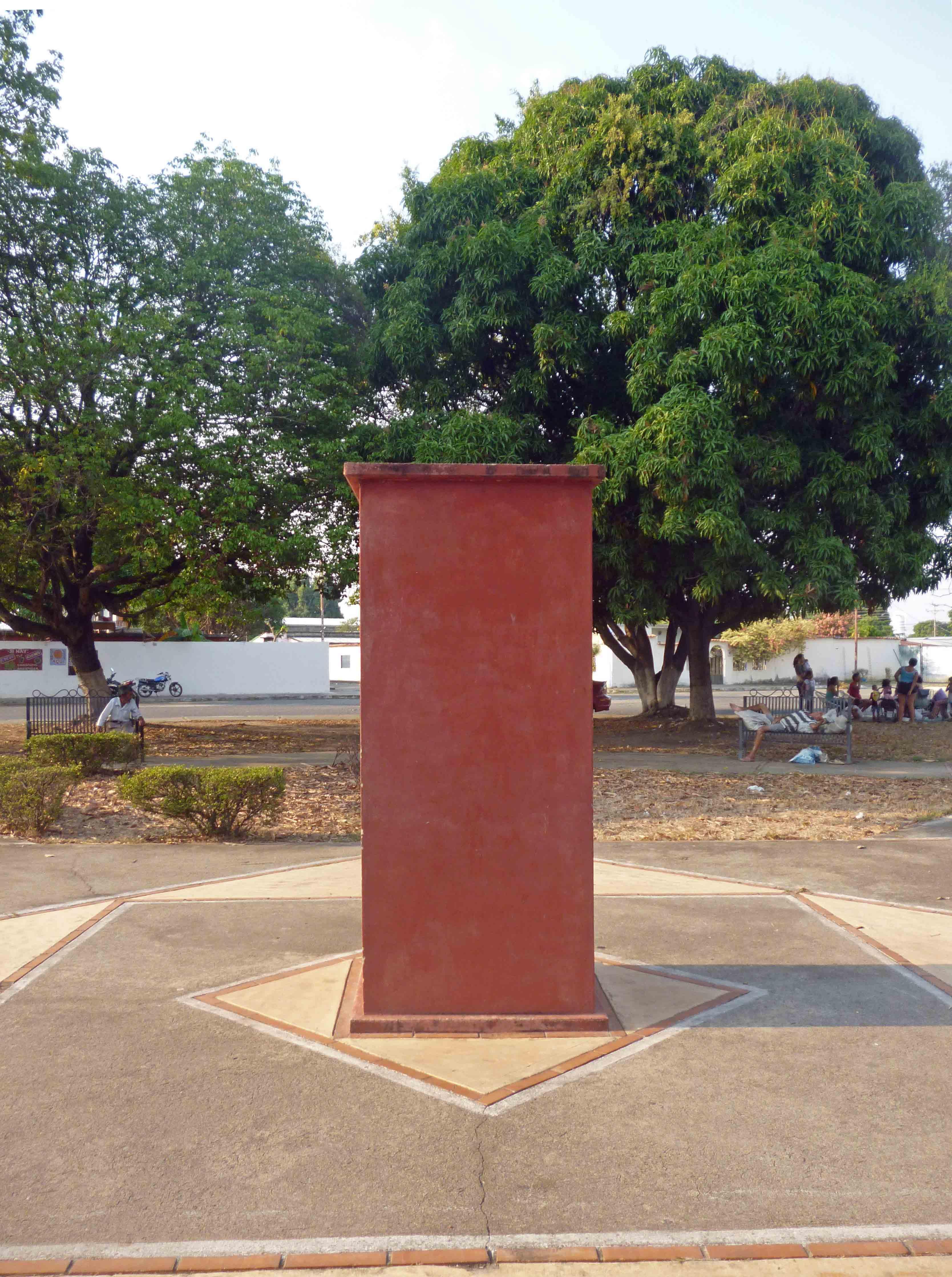 Pedestal sin el busto de Negro Primero, hurtado en abril. Barinas, estado Barinas. Foto Marinela Araque, abril 2019.