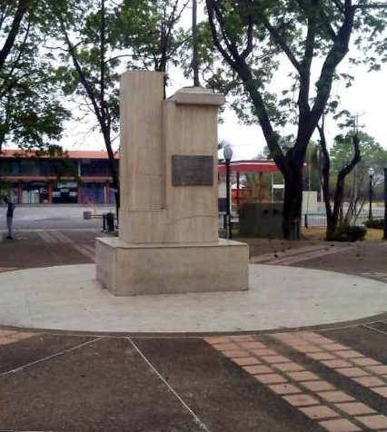 El pedestal sin el busto de bronce de Ezequiel Zamora. Foto Marinela Araque R. / archivo IAM Venezuela, abril de de 2019.